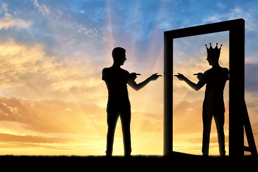 Narsisizm, kişinin kendisine karşı aşırı ilgi duyması, kendini herkesten üstün görmesi ve bir nevi kendine âşık olması olarak tanımlanabilir.