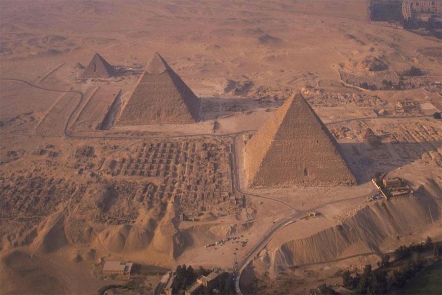 Mısır piramitlerinin çoğu Eski Krallığın başlangıcından MS. 4.yüzyılda Ptolemaios döneminin sonuna kadar inşa edilmiştir.