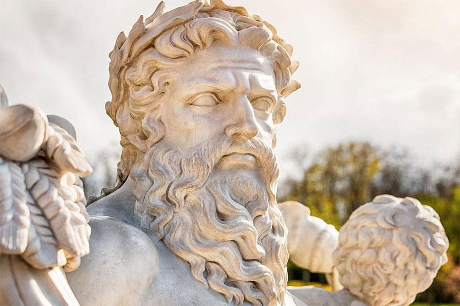 Göklere hükmetmesiyle bilinen Zeus, tanrı ve tanrıçaların en kudretli ve en güçlüsü olarak biliniyor.