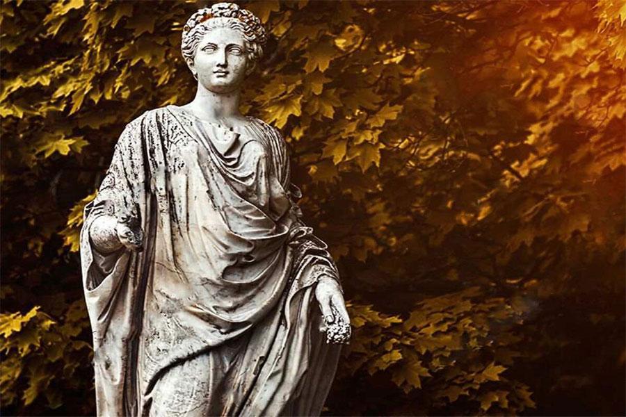 Demeter; Yunan Mitolojisinde tarım, bereket, hasat, mevsim ve anne sevgisinin tanrıçasıydı.
