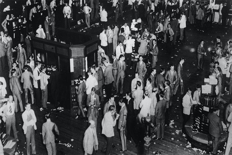 """1929 Ekonomik Krizi başlangıcından 5 gün sonrasında ya da 29 Ekim'de veya """"Kara Salı"""" olarak bilinen adıyla, Wall Street'te tekrar gerçekleşen bir panik dalgasının başlamasıyla yaklaşık 16 milyon hisse işlem gördü."""