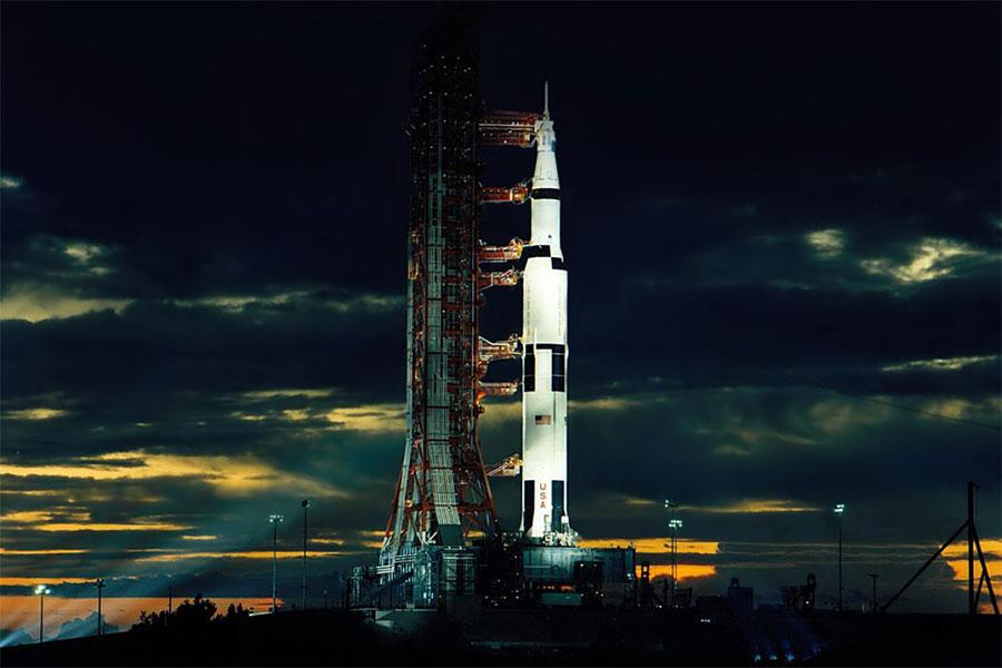 Satürn V, ABD yapımı insan taşıyabilin, kullan at roket türüdür.