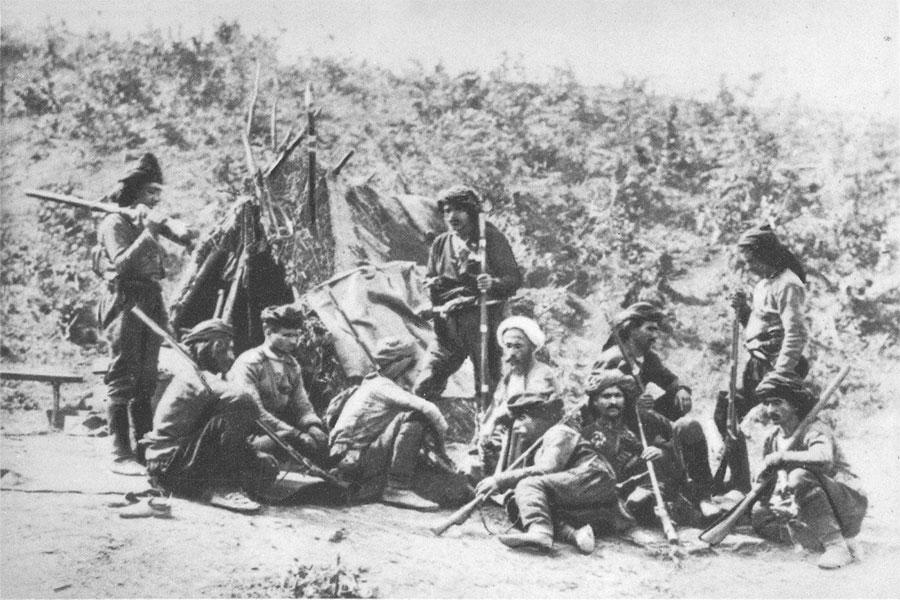 Rusya, Nisan 1877'de Osmanlı İmparatorluğu'na savaş ilan ettiğinde, iki imparatorluk arasında çatışmalar on dokuzuncu yüzyılda beşinci kez patlak verdi.