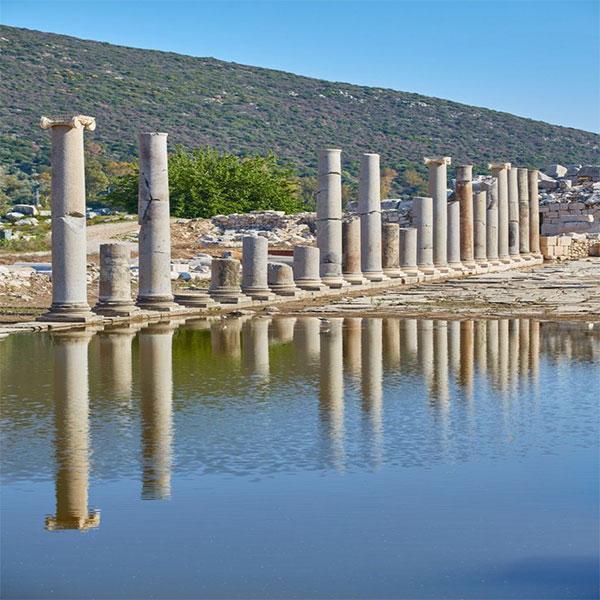 Patara Antik Kenti, tarihi M.Ö. 8. Yüzyıllarına kadar, dayandığı düşünülmektedir.