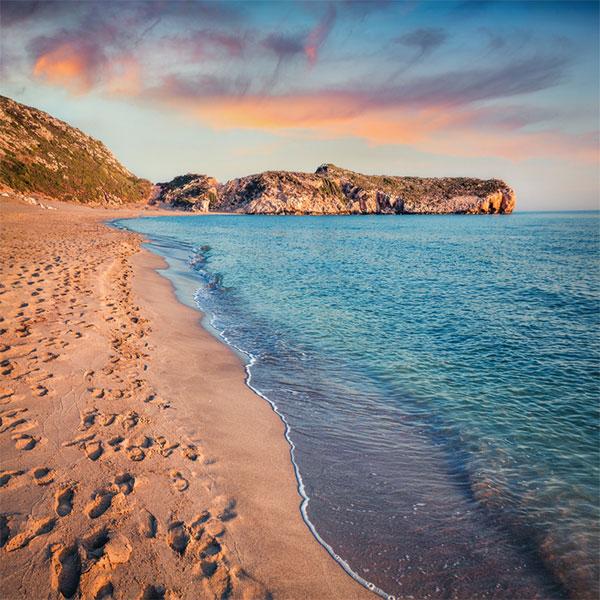 Times Online tarafından 2005 yılının en iyi plajı seçilen 12 kilometre uzunluğundaki Patara Plajı olağanüstü bir güzelliğe sahiptir.