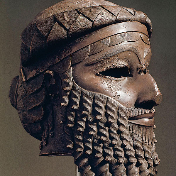 nıldığı adıyla Büyük Sargon, Akad şehrini restore ederek imparatorluğun merkezini kurdu.