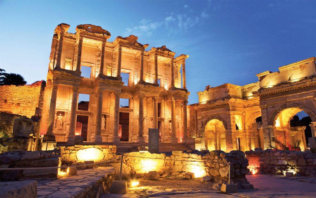 Celsus Kütüphanesi , Efes Antik Kenti'nin en güzel ve en ihtişamlı yapısıdır, desek muhtemelen fazla abartmış olmayız.