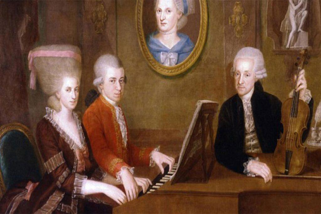 Bu inanılmaz yeteneğinin farkına varan baba Leopold Mozart, kendi mesleğini bırakarak oğlu ile daha fazla ilgilenmeye başladı.